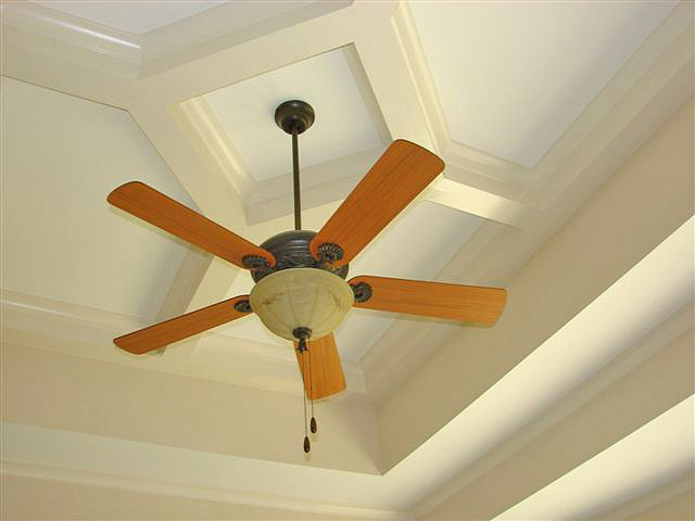double-tray-ceiling2-stoneybrooke-homes-inc2e